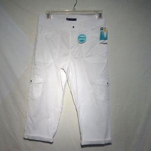 Lee relaxed fit white Capri. 8M
